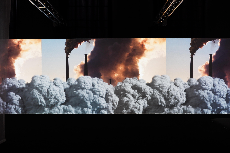 Seconda sala, immagine animata dell'inquinamento prodotto dalle industrie.